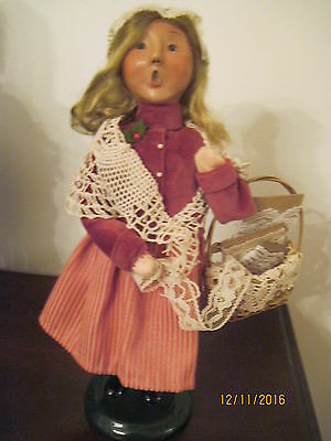 Byers Choice 2007 Girl With Basket Of Lace