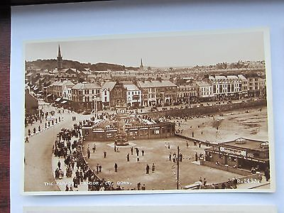 BANGOR CROWDS PUTTING GREEN SHOPS THE PARADE Co Down REAL PHOTO R. 2493 1950,S