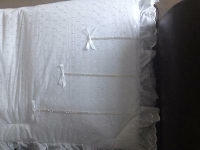 Stunning White Ba & Diamante 3 Bow Nursery Duvet Quilt Bumper Cot Bed Cotbed Set