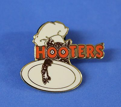 Hooters Restaurant Collectable Staff Chef Hootie With Plate Lapel Pin