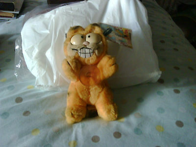 """Mini """"Stuck on You""""  Garfield   7 Inches High standing."""