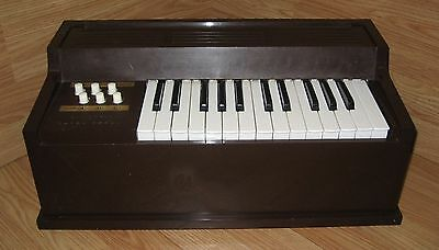 Vintage Magnus Brown Electric Table Top Keyboard Chord Organ Only **READ**