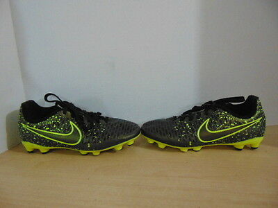 Soccer Shoes Cleats Childrens Size 2 Nike Magista Black Gold Yellow
