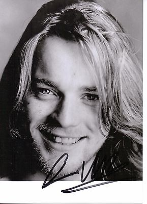 EWAN McGREGOR  HAND SIGNED 5 x 7 BLACK AND WHITE  PICTURE . NICE ITEM