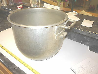 Used  Large steel bowl restaurant bakery pizza use dough mixer
