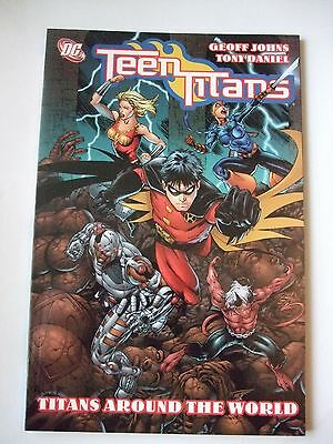 SUPERB DC 192 PAGE COMIC BOOK..TEEN TITANS(book 6).AROUND THE WORLD .FIRST PRINT