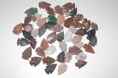 25 Hand Made Flint Agate Arrowheads Average 1 Inch Long, Knife Spear Arrow Stone