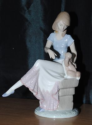 Lladro Picture Perfect Figurine Girl With Dog 7612