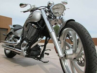 2007 Victory  LO MILES! MINT CONDITION 07 VICTORY VEGAS PERFORMANCE EXHAUST LUGGAGE RACK MINT!