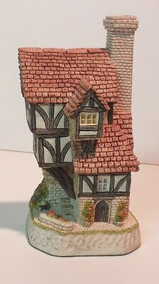 The Beekeeper's Cottage - Collectors Piece No. 11 by David Winter - - NEW