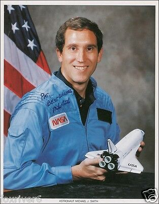 MICHAEL SMITH - Signed Photograph - NASA Astronaut - Space - Shuttle Challenger