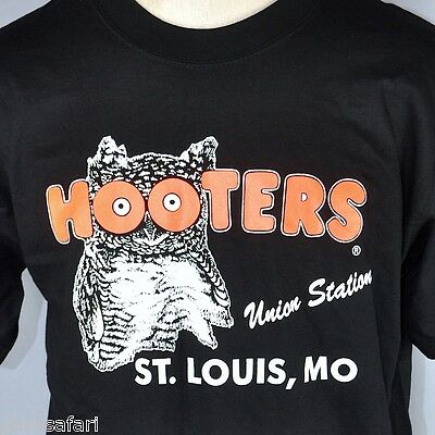 Hooters St. Louis MO Union Station T-Shirt Large L New Owl Tacky Yet Unrefined