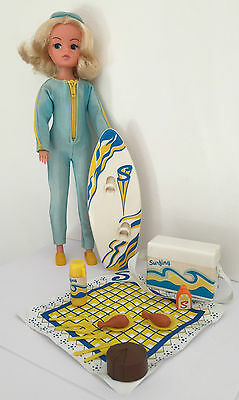 Vintage Sindy  Doll + Surf Board Wet Suit And Rare Fun Sun Picnic Accessories