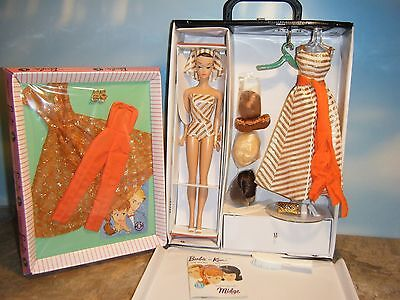 MY FAVORITE FASHION QUEEN BARBIE, WIGS, 3 FASHIONS & DOLL CASE w/DRAWER