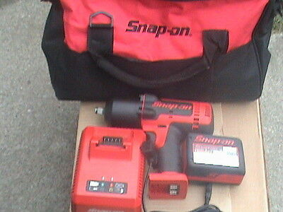Snap on tools 1/2 drive cordless impact gun with battery, charger & bag CT7850