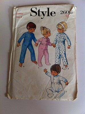 VINTAGE 1969 Toddlers Sleepsuit, size 2, Style sewing pattern