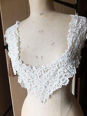 Antique Victorian long shawl collar of Honiton lace for a c1840s dress Good cond