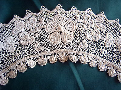 * Vintage Lace - Collar - Cream - Machine Made Lace   [Z]