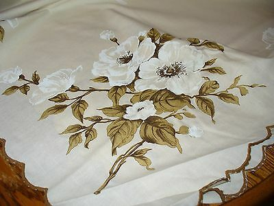 Vintage  New White Rose Tablecloth~~~~Scalloped Edge~~~~