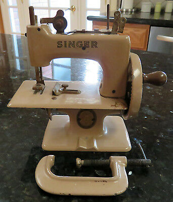 Singer Child's Children's Toy Sewhandy Sewing Machine * Model 20 Tan Body