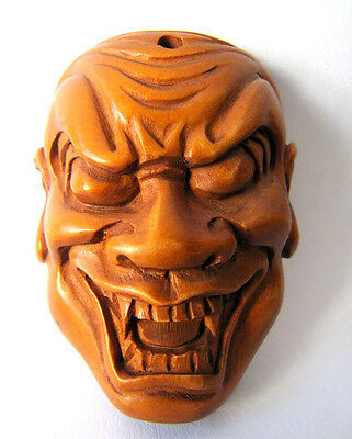 "Y2224 --- 1.8"" Nice Hand carved BOXWOOD Netsuke -  Gothic Monster Mask"