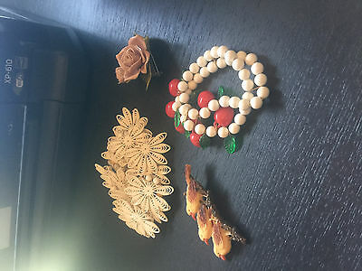 4 pieces of Vintage Celluloid Costume jewelry for karl-hele
