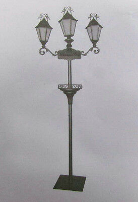 Menage a Trois Holiday Lamp Post Display 14859