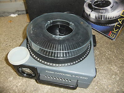 Slide projector KODAK S-AV 2000 70-120mm lens 80 slide CAROUSEL +case