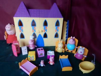 Peppa Pig Castle with Furniture & Figures Large Peppa Pig Deluxe Castle