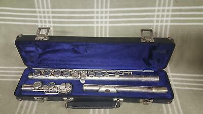 Vintage Armstrong silver plate flute model104 w. Case.