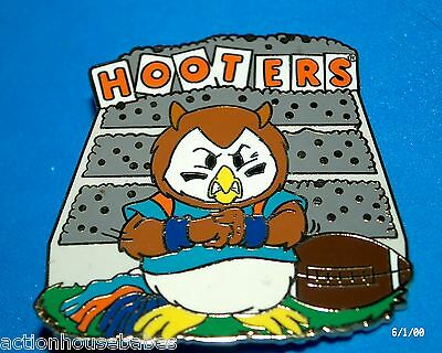 Hooters Restaurant Hootie/owl Bleachers College Football Lapel Pin (Blue)