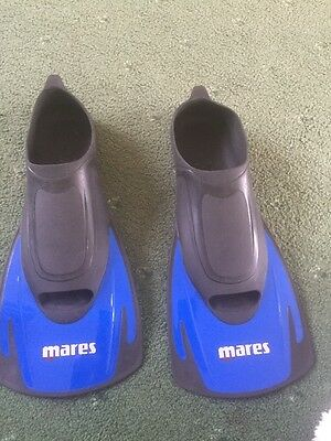 Boys/youth Flippers  5-6 Mares Black And Blue Never Worn