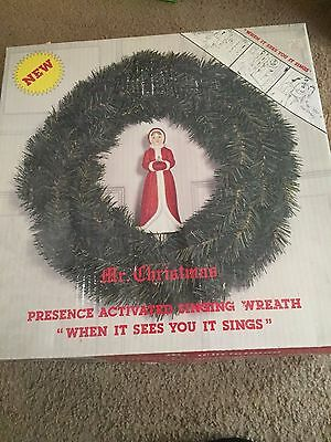 Mr. Christmas Presence Activated Singing Wreath for Door NEW in Box Vintage