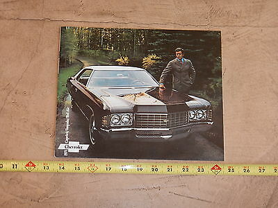 ORIGINAL 1971 CHEVROLET IMPALA AUTOMOBILE DEALER SALES BROCHURE (lot 318)