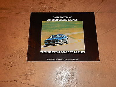 ORIGINAL 1982 CHEVROLET CAMARO AUTOMOBILE DEALER SALES BROCHURE (lot 189)