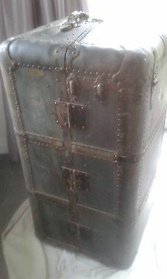 Vintage shipping trunk.Early 20th Century. Highly collectible!