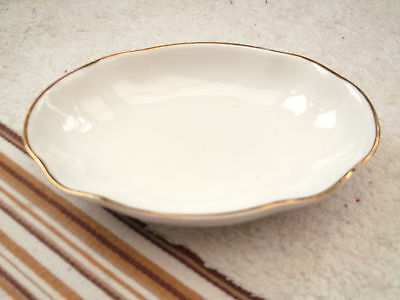 Oval Shallow Dish By Matchmaker In White With Gold Coloured Trim Fluted Edge