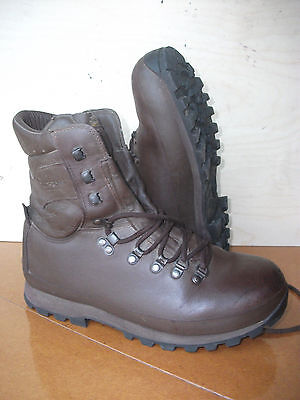 Size 9 brown altberg defender military boots! excellent!hardly worn!immaculate!