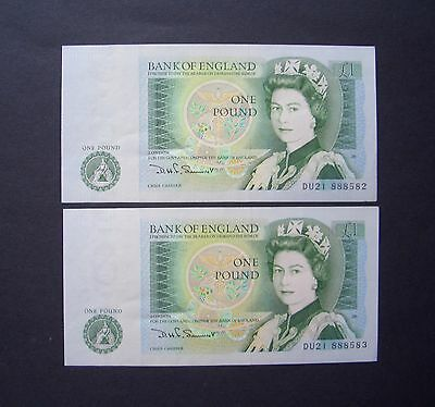 GB, Two consecutive numbered, Series D, One Pound Notes, 1978, Uncirculated
