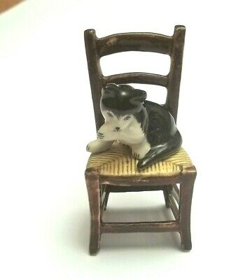 chat sur une chaise, miniature de collection en porcelaine, cat, poes  *S2-2