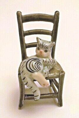 chat sur une chaise, miniature de collection en porcelaine, cat, poes  *S2-3