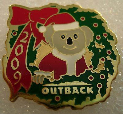 J5800 Outback Steakhouse Christmas 2009 hat lapel pin