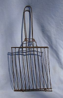 Antique Primitive Kitchenware Metal Twisted Wire Bread Toaster Griller Plus 1