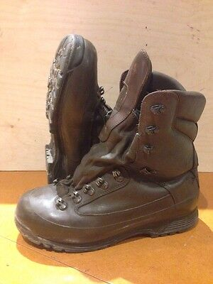 Size 9 brown combat cold wet weather SF karrimor boots! excellent! hardly used!