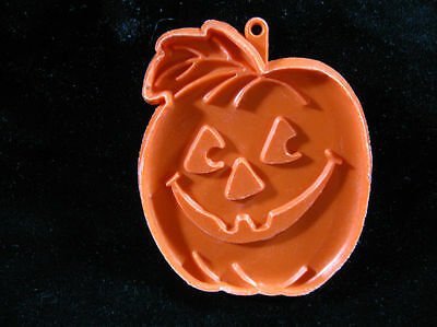 HALLMARK '80 TALL with Leaf  HALLOWEEN PUMPKIN COOKIE CUTTER JACK O LANTERN