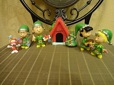 Peanuts Holiday Figures Deluxe Set: Snoopy,Charlie Brown, Lucy, Linus, Sally