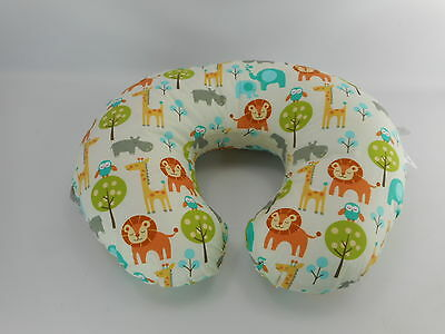 Boppy 2200160 - Nursing Pillow and Positioner - Peaceful Jungle