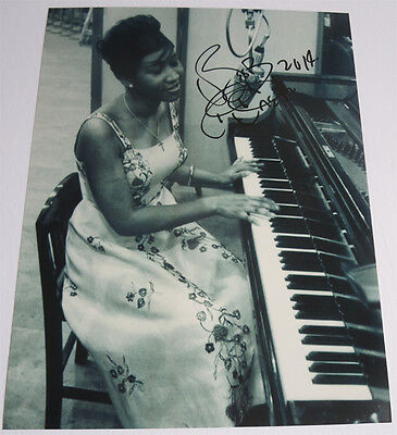 ARETHA FRANKLIN signed 11x14 photo EXACT PROOF