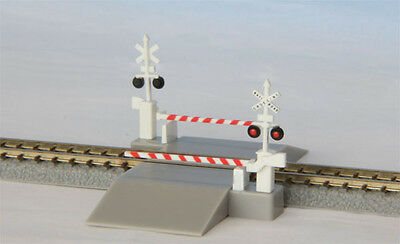 Rokuhan S045-2 Z Scale Railroad Crossing Set (US Type) (1/220 Z Scale)