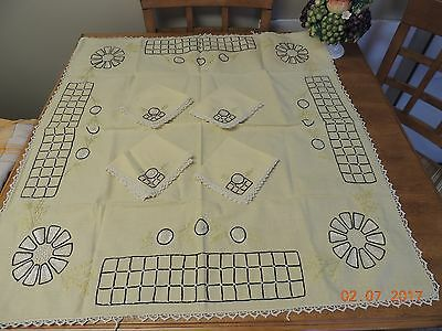 Vintage Yellow Linen Table Cloth 4 Napkins w Crocheted Trim - Embroidered Design